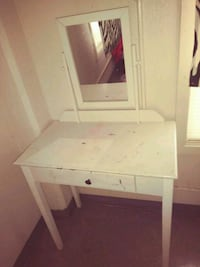 white wooden vanity table with mirror Corpus Christi, 78405