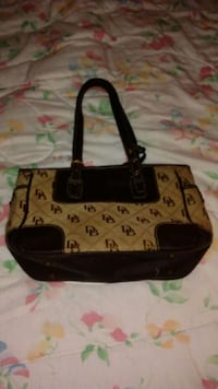 DOONEY AND BOURKE PURSE IN GREAT CONDITION Wetumpka, 36093