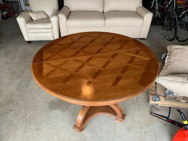 Nice old Dining room table comes with 3 leaves and 2 extra legs 6b23c57a-fb47-4850-8e9c-c979ef68ca3e