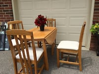 Folding table and 4 chairs great condition Whitby, L1N