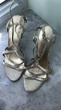 Pair of gray leather open-toe heels Springfield, 22152