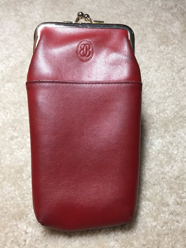Red leather coin purse 416687bc-1d93-4492-ba99-1e093c4e2db4
