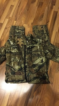 Camo coveralls. Boys large  great used condition  Grove City, 43123