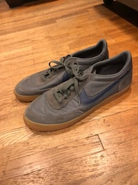 Low top Nike's with gum sole - size 11.5