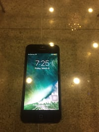 iPhone 5s -Works great- Make an offer Vancouver, V5N 2N5