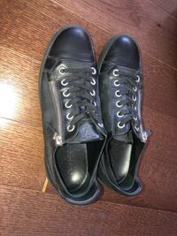 Louis Vuitton checkered low top sneakers Toronto, M4Y 1T1