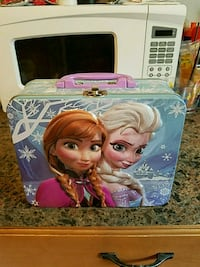 Frozen Elsa and Anna lunch box metal box brand new Toms River, 08753