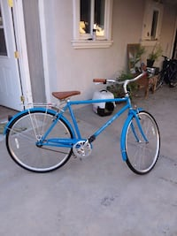 Comfortable modern commuting bicycle great shape