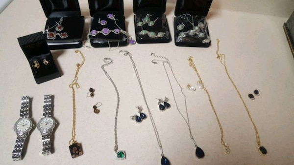 YOU GET A TOTAL of 23 jewelry pieces! 6782a73c-1ae2-4df3-84db-7ccf00b2d5ad