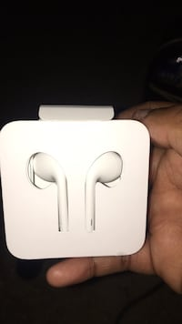 White apple headphones brandnew  Capitol Heights, 20743