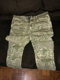 Size 32 Embellish jeans  New York, 10462