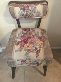 Antique Sewing Chair - need gone this weekend Palm Harbor, 34684