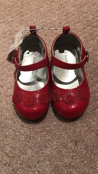 Shoes girls toddler size 5 brand new