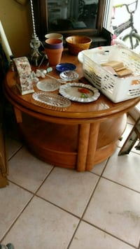 round brown wooden coffee table Grover Beach, 93433