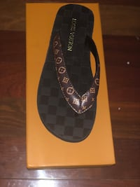 LV size 8.5-9 never worn box and dust bag included  Germantown, 20876