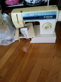 white and gray Singer electric sewing machine Montréal, H4H 1V9