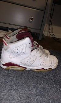 Air jordan maroon retro 6s