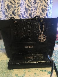 black guess purse and matching wallet Surrey, V3R 5Y1