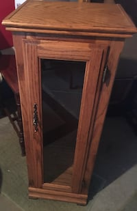 Small Oak Curio Cabinet with 2 glass Shelves