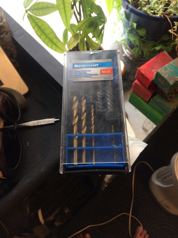 Screw and drill set all the 10 pieces are here