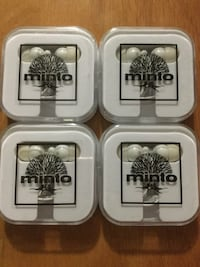 White Minto earbuds