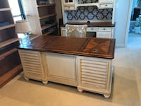 Haverty's Executive Office Wood Desk and Hutch  Chicago, 60657