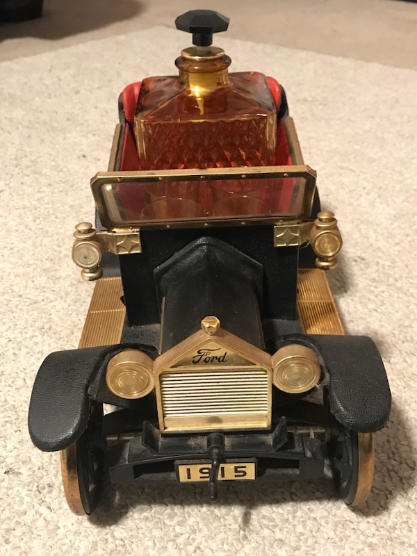 Vintage musical car whiskey decanter alcohol bar party house liquor  f6880188-73ed-4293-9054-55be2c353540