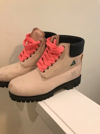 New women's work boots size 10 Ancaster, L9G 2R9