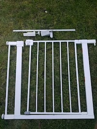 Safety First tension baby gate West Islip, 11795