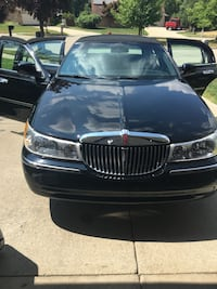 **2000 LINCOLN TOWN CAR ** LOW MILES** Plymouth