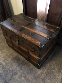 Vintage trunk--- pick up will be in Meriden Hamden