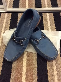 Men size 10 US loafer