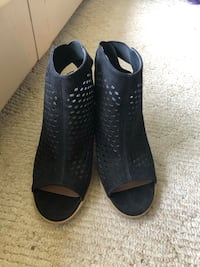 Open-toe Steve Madden booties - Size 10 North Vancouver, V7P 3E6