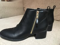 Pair of leather booties tommy hilfiger size 10w