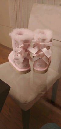 Toddler Bailey Bow Uggs Size 7 *NEW*