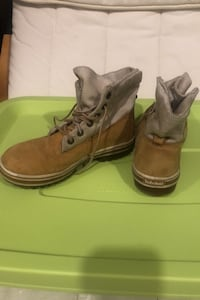 Timberlands big kids size 2 For boys or girls  Vaughan, L6A 0T2