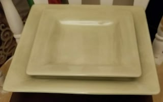 Heavy 3 Salad/4 Dinner Green Plates