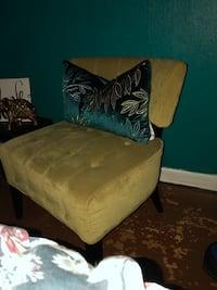 2 new Accent chairs need Gone Houston, 77076