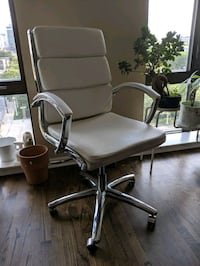 Sleek, Comfortable Office Chair Chicago, 60601