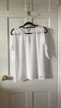 White scoop-neck sleeveless top Cold Spring Harbor, 11724