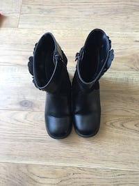 Toddler size 8 1/2 boots  St Thomas, N5R 5Z1