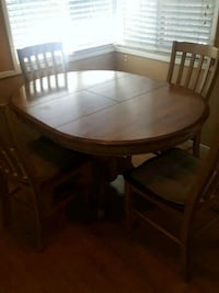 round brown wooden table with four chairs dining set Long Beach, 90815