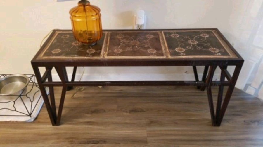 Side table/patio table c2a02656-42c8-4c2c-8f97-8460ff5675f6
