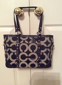 BLACK & WHITE AUTHENTIC COACH BAG  2334 mi