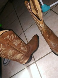 pair of brown leather cowboy boots Oklahoma City, 73135