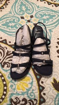 pair of black leather open-toe sandals Longwood, 32779