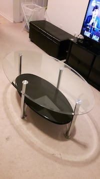 Oval Glass coffee table with black lacquered shelf Mississauga, L5M