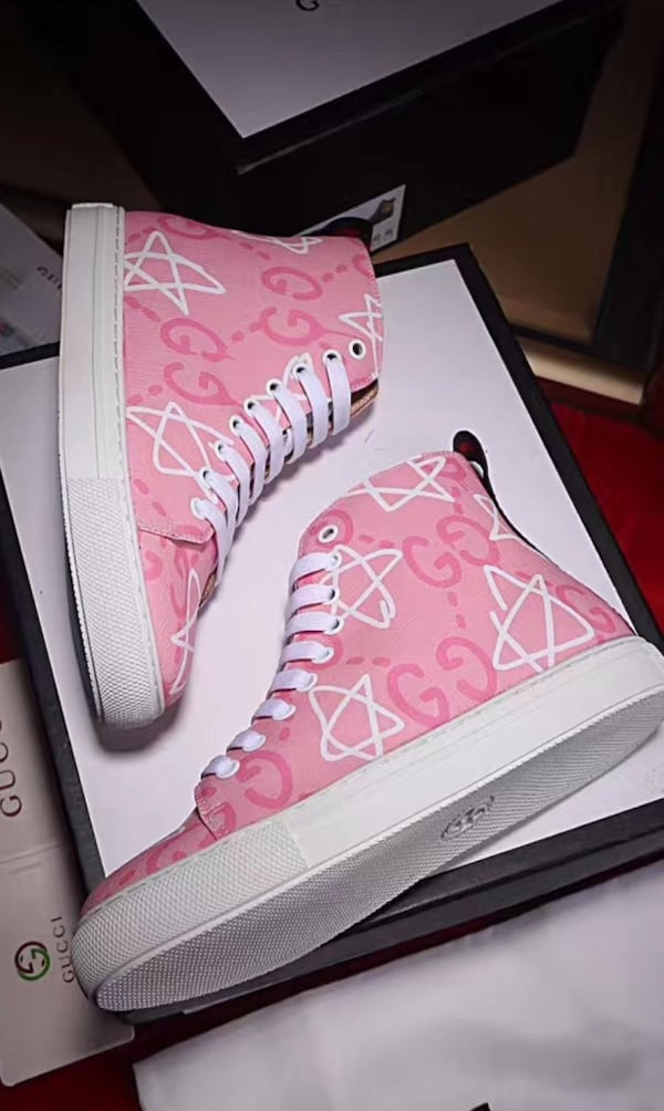 BY ORDER ONLY Preowned Gucci World Collection Sneakers size 6-12 244c4fad-c616-4f64-8758-d86ef0aa95cf