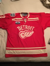 red and white Detroit red wings jersey shirt