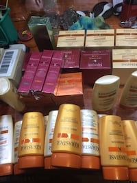 assorted-brand toiletry lot 542 km